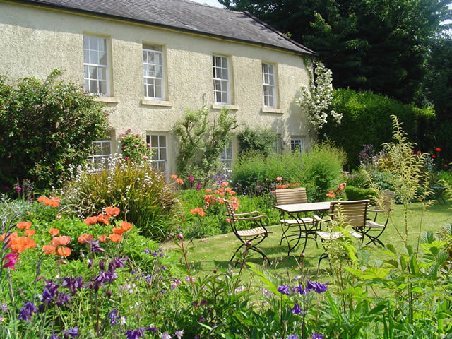 Enjoy a luxury hotel ireland beautiful wicklow gardens for Garden design georgian house